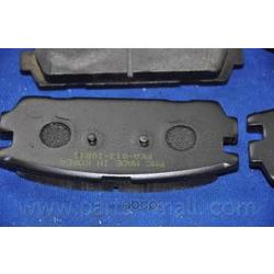 Комплект тормозных колодок (Parts-Mall) PKA013