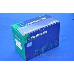Комплект тормозных колодок (Parts-Mall) PLB005